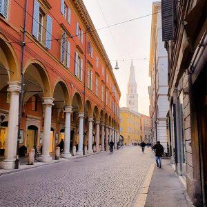Walking tour lungo la via Emilia nel centro di Modena